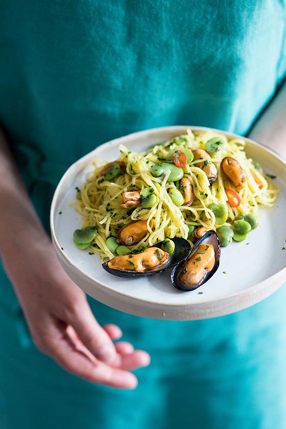 Tagliolini aux moules et fèves, recette de Laura Zavan