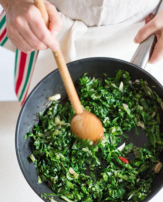 Calzone, cuisson de la farce, recette Laura Zavan