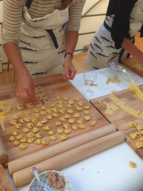 Participants à l'atelier tortellini et rouleaux
