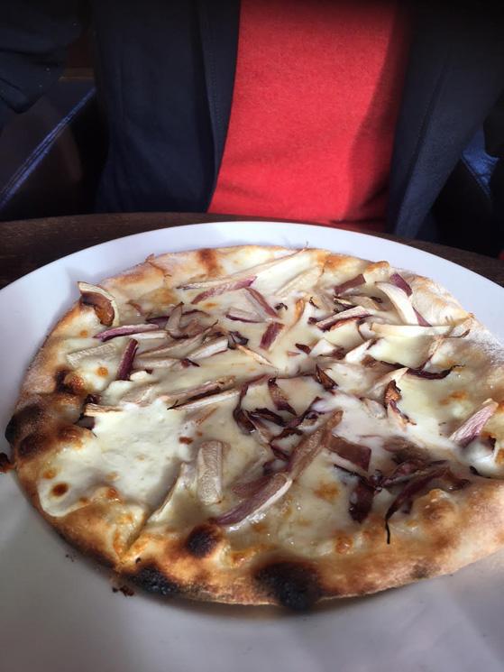 Pizza au stracchino et radicchio tardif