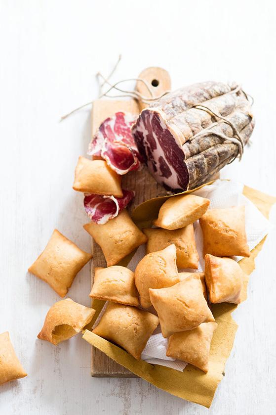 Beignets salés de pâte à pain, recette de Laura Zavan