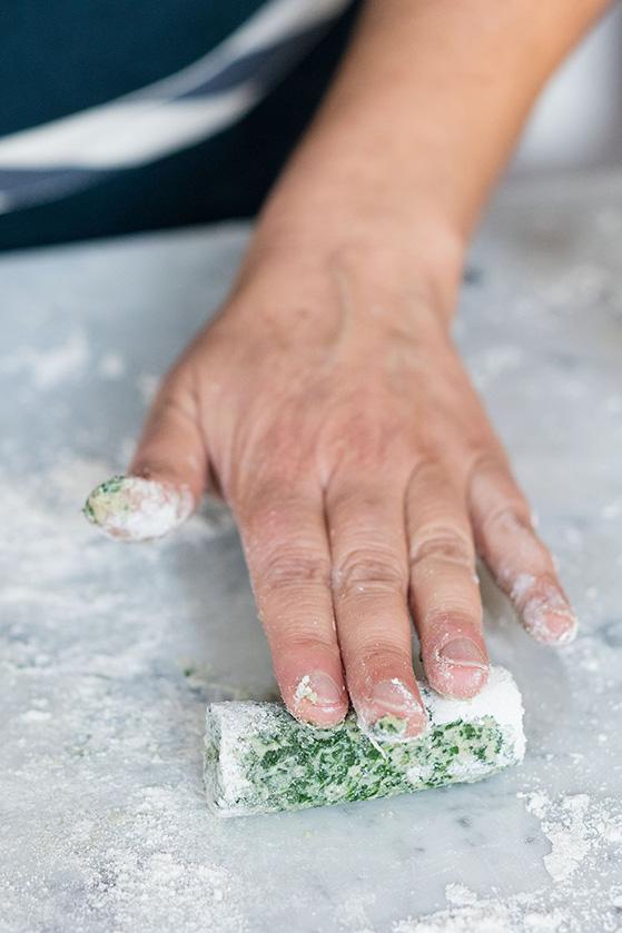 Façonnage des gnocchi - Photo © Valérie Lhomme