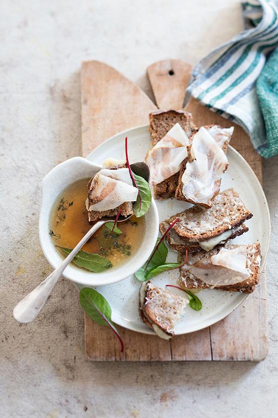 Crostini à la fontina et lard d'Arnad, recette de Laura Zavan