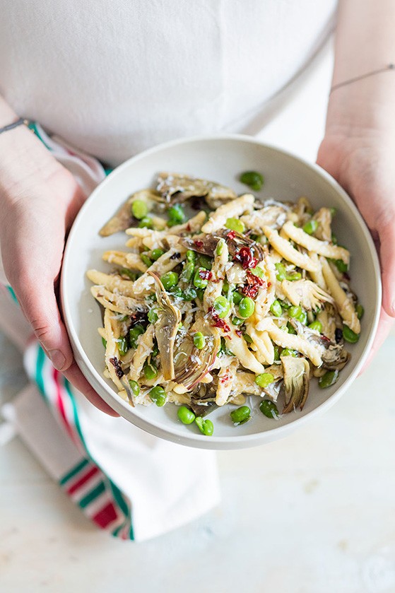 Cavatelli aux artichauts et fèves, recette de Laura Zavan