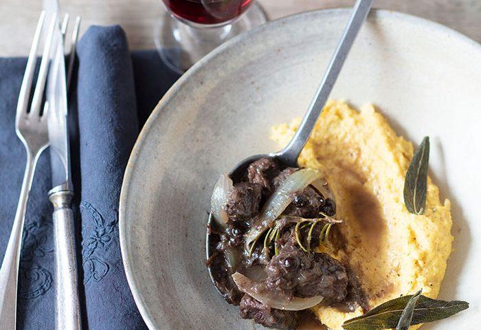 Carbonade et polenta. recette de Laura Zavan