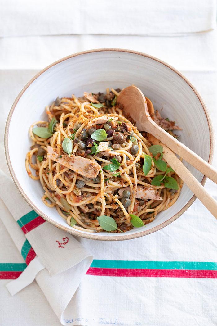 Spaghetti aux câpres, thon et olives